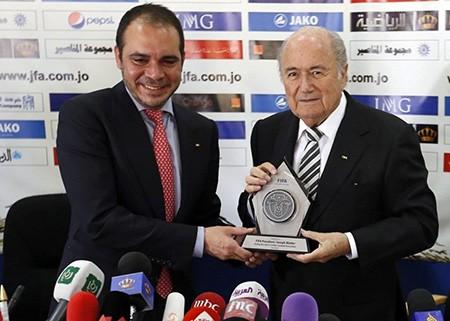 Điểm qua hai ứng viên chủ tịch FIFA trước ngày bầu cử - ảnh 1