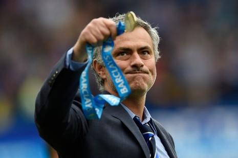 Mourinho hoàn tất cú đúp danh hiệu ở P.L - ảnh 1