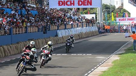 Sôi động giải đua mô tô quốc gia lần đầu tổ chức ở Bà Rịa - Vũng Tàu - ảnh 1