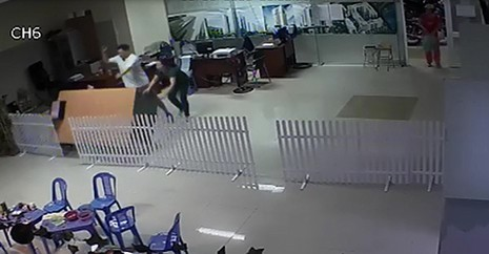 Cư dân đại náo văn phòng ban quản lý chung cư Phú Thọ Hòa  - ảnh 1
