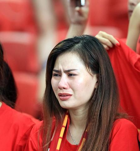 U23 Việt Nam thất bại cay đắng, nữ CĐV bật khóc nức nở - ảnh 15
