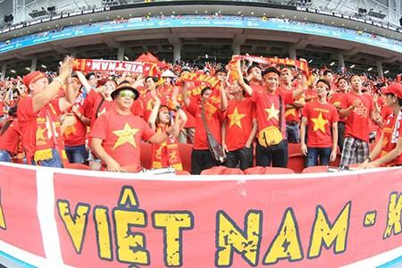 U23 Việt Nam thất bại cay đắng, nữ CĐV bật khóc nức nở - ảnh 2