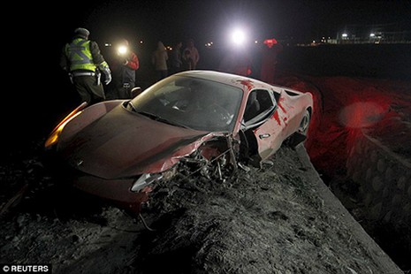Lái 'siêu xe' gây tai nạn kinh hoàng, sao Juventus bị cảnh sát bắt - ảnh 3