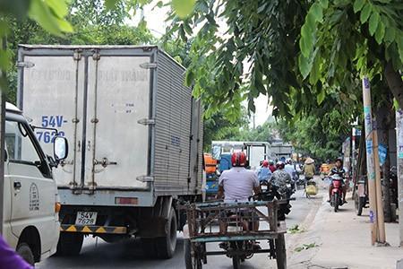 Xe ben, xe bồn, container ngang nhiên đi vào đường cấm - ảnh 4