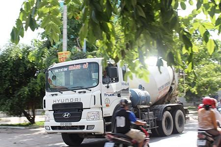 Xe ben, xe bồn, container ngang nhiên đi vào đường cấm - ảnh 11