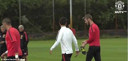Bản tin tối (8/7): Real mua thủ môn mới, De Gea tuơi cười tập luyện, Man City 'bỏ' Pogba - ảnh 6