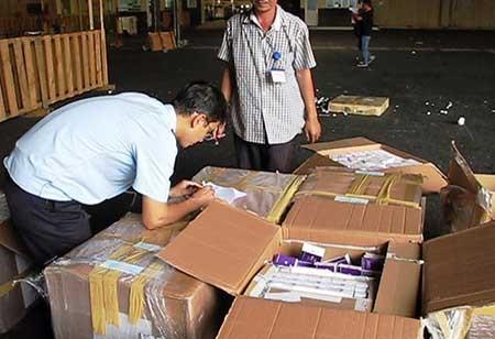 Bắt giữ lô hàng thuốc tân dược lậu gần 3 tỉ đồng - ảnh 1