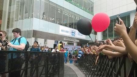 Cổ động viên Việt Nam háo hức chờ thần tượng Manchester City - ảnh 8