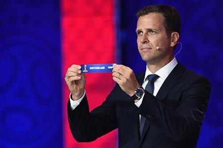 Bên lề buổi bốc thăm vòng loại World Cup 2018: Gạt bỏ phiền toái - ảnh 3