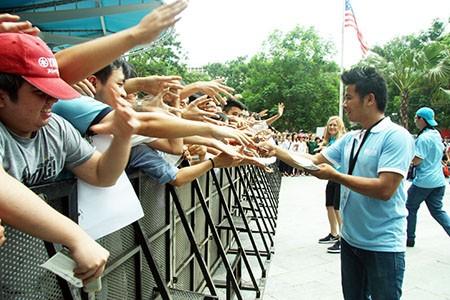Cổ động viên Việt Nam háo hức chờ thần tượng Manchester City - ảnh 6