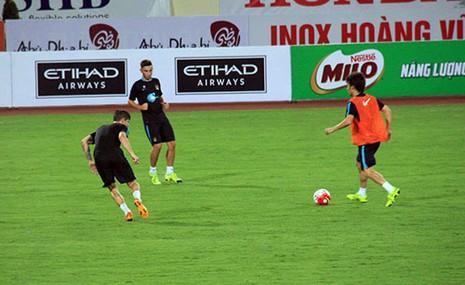 Chùm ảnh cầu thủ Việt Nam, Man City tập luyện cho trận đấu tối nay - ảnh 17