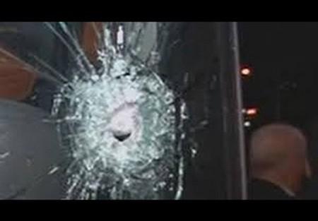Xe bus đội Hertha Berlin bị người lạ tấn công bằng súng - ảnh 2
