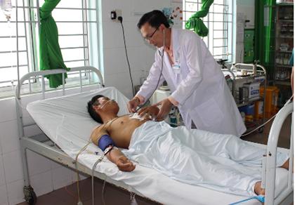 Bệnh viện huyện cứu sống bệnh nhân bị đâm thủng tim - ảnh 1