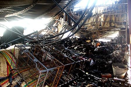 Cháy chợ Vân Thạch, thiệt hại hàng trăm triệu đồng - ảnh 1