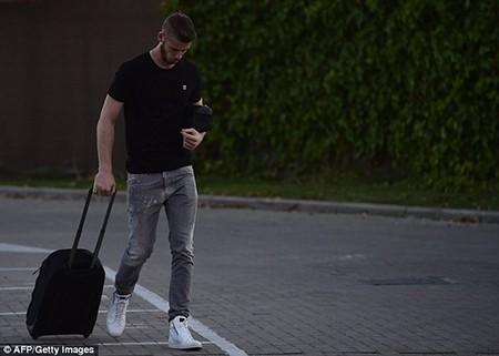 Không thể rời M.U, De Gea cười gượng gạo trở về Madrid - ảnh 4