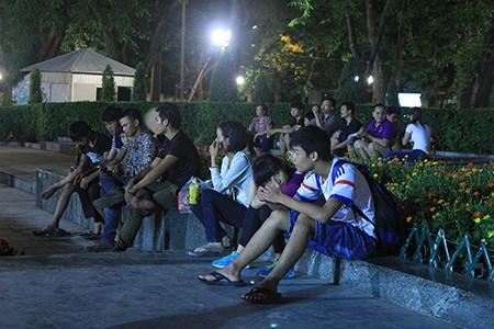 Người dân Thủ đô trắng đêm chờ đón đại lễ 2-9 - ảnh 13