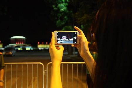 Người dân Thủ đô trắng đêm chờ đón đại lễ 2-9 - ảnh 19