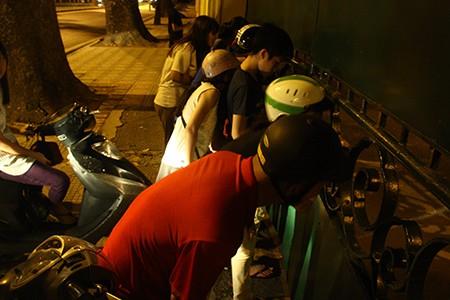 Người dân Thủ đô trắng đêm chờ đón đại lễ 2-9 - ảnh 14