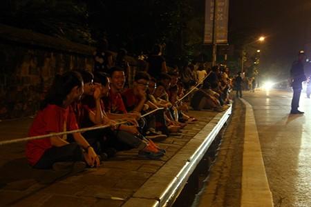 Người dân Thủ đô trắng đêm chờ đón đại lễ 2-9 - ảnh 9