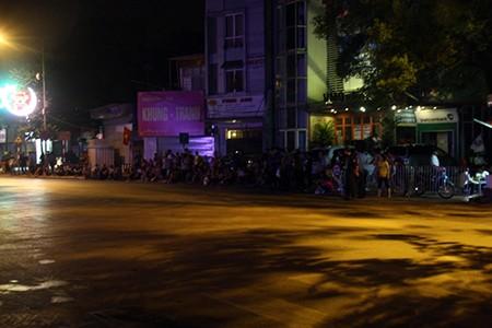 Người dân Thủ đô trắng đêm chờ đón đại lễ 2-9 - ảnh 10