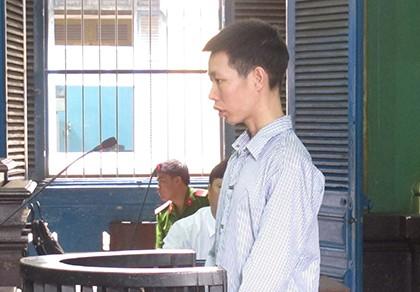 Nhân viên giữ xe 'chôm' 6.000 USD trong cốp xe khách - ảnh 1