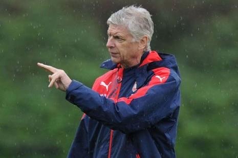 Bị chỉ trích lừa dối người hâm mộ, Wenger 'phản pháo' - ảnh 1