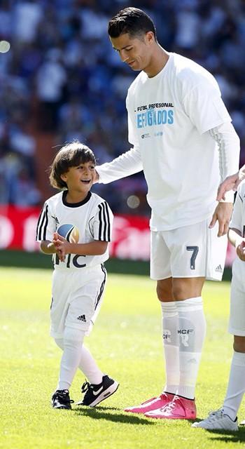 Không ghi bàn, Ronaldo vẫn để lại bức thông điệp nhân văn - ảnh 1