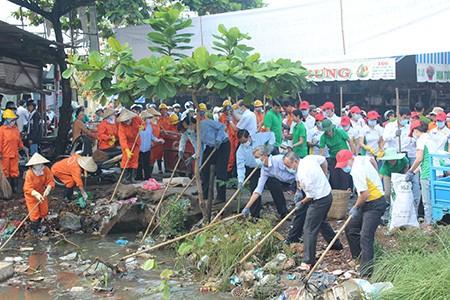 Hơn 1.000 người ra quân chiến dịch 'làm cho thế giới sạch hơn' - ảnh 1