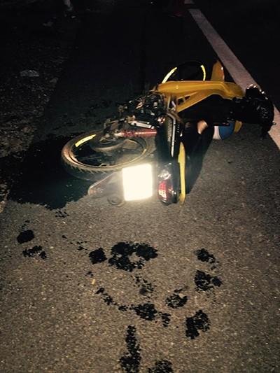 Hai nữ sinh tử vong khi tông xe máy vào cột mốc ven đường - ảnh 1