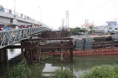 Xe máy lao xuống cầu tạm, cô gái 18 tuổi mất tích trong đêm - ảnh 1