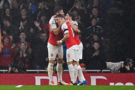 Chelsea lại thua, Arsenal lên ngôi đầu bảng - ảnh 2