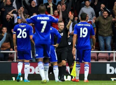 Chelsea lại thua, Arsenal lên ngôi đầu bảng - ảnh 1
