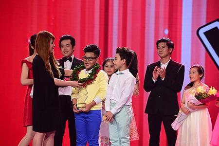 'Công chúa tóc mây' Hồng Minh đăng quang The Voice Kids 2015 - ảnh 2
