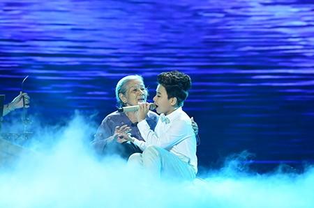 'Công chúa tóc mây' Hồng Minh đăng quang The Voice Kids 2015 - ảnh 4