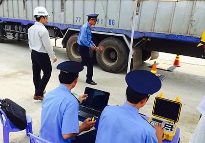CSGT ở Kon Tum bị tố có dấu hiệu bảo kê xe quá tải - ảnh 1