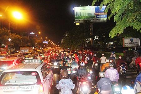 Kẹt xe kinh hoàng ở cửa ngõ sân bay Tân Sơn Nhất - ảnh 12