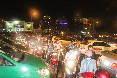Kẹt xe kinh hoàng ở cửa ngõ sân bay Tân Sơn Nhất - ảnh 14