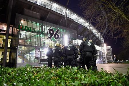 Chùm ảnh nước Đức báo động vì bị đe dọa khủng bố - ảnh 6