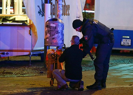 Chùm ảnh nước Đức báo động vì bị đe dọa khủng bố - ảnh 10