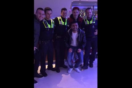 Cảnh sát nhầm cầu thủ ngôi sao với khủng bố - ảnh 1
