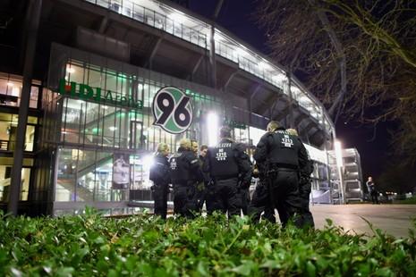 Wenger chỉ trích quyết định hủy trận Đức - Hà Lan vì sợ khủng bố - ảnh 1