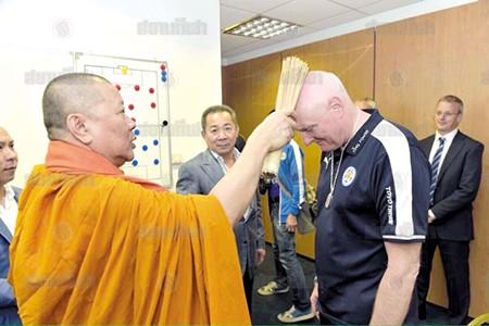 Leicester City mời sư thầy Thái Lan ban phước giúp đá bại M.U - ảnh 4