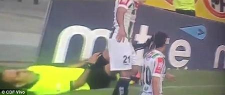 Hài hước: Cầu thủ bị đuổi vì bị trọng tài giở trò… ăn vạ - ảnh 2