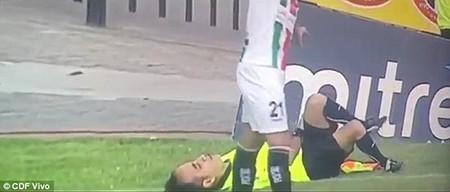 Hài hước: Cầu thủ bị đuổi vì bị trọng tài giở trò… ăn vạ - ảnh 3