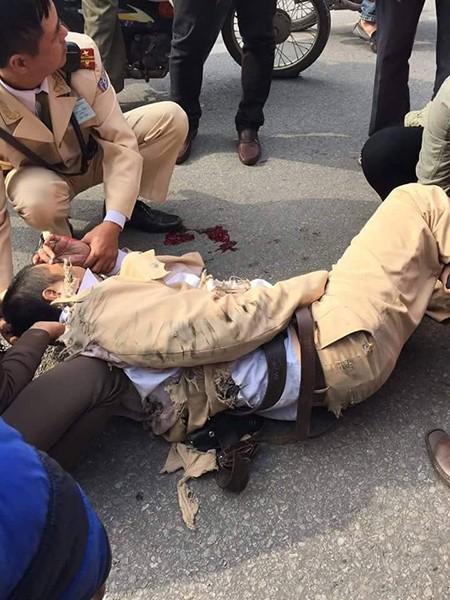 Khởi tố tài xế xe tải tông CSGT, kéo lê 20 m tội giết người - ảnh 1