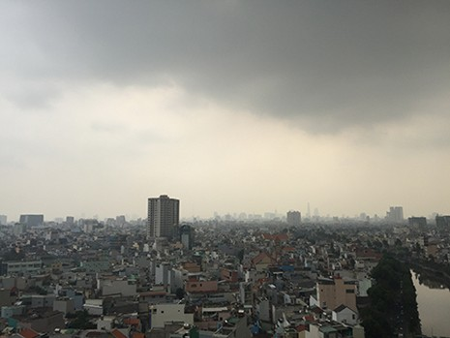 Vì sao Sài Gòn sáng nay chìm trong sương mờ? - ảnh 1