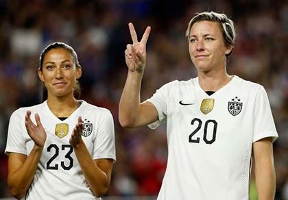 Sốc: Nữ huyền thoại bóng đá Mỹ đòi 'trảm' Klinsmann - ảnh 1