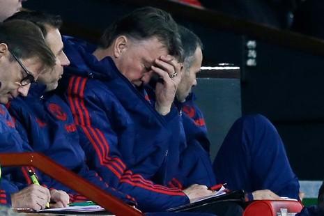 Nóng: Van Gaal bị sa thải, Sir Alex sẽ trở lại cứu Man Utd - ảnh 2