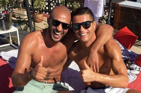 Real ra lệnh cấm Ronaldo đi thăm 'người tình đồng giới' - ảnh 1