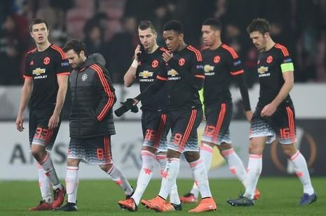 Đá quá dở, hàng loạt sao Man Utd bị giảm lương - ảnh 1